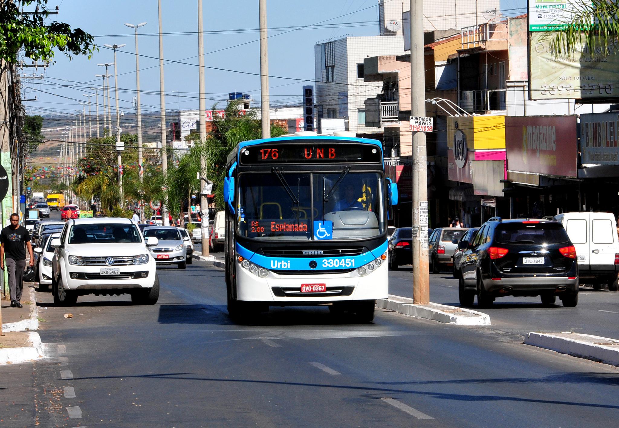 Resultado de imagem para ônibus nas ruas de Brasília